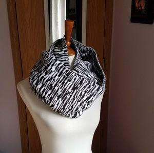 Xhileration Black & White Infinity Scarf